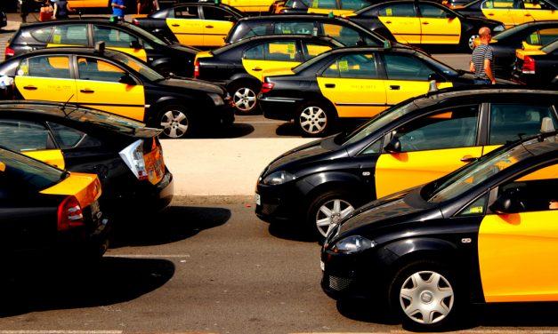 El porqué del color de los taxis de Barcelona